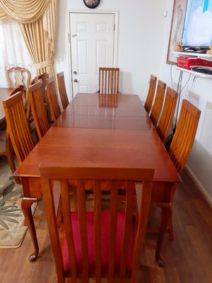 🌹🌿Beautiful wood dining room table with 10 chairs. EXELLENT CONDITION . 🌹🌿 Table has 2 leaves. 2 chairs have arms. 8 chairs no arms for Sale in Houston, TX