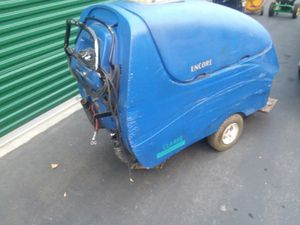 36 volt heavy duty floor scrubber $900 for Sale in Puyallup, WA