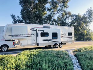 2006 Raptor 5th wheel Toy hauler for Sale in Corona, CA