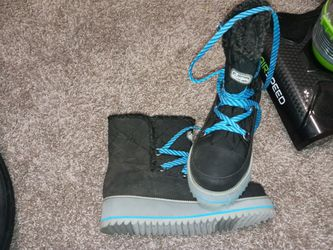 Brand new 7 1/2 sugar snow boots for Sale in Portland,  OR