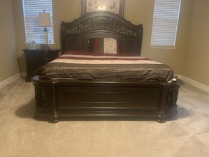 California king bedroom set. for Sale in Elk Grove, CA