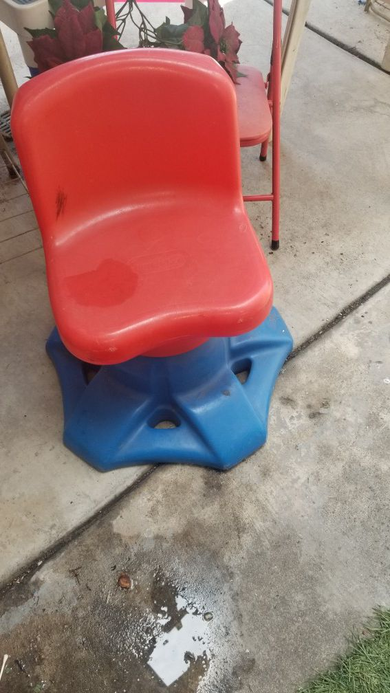 Spinning kids chair