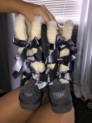 GREY ribbon uggs for Sale in Lutz, FL