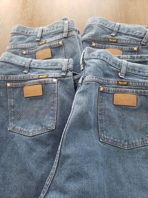 WRANGLER JEANS [MEN'S] 46X32 for Sale in Clovis, CA