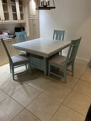 Extendable Breakfast Table with Chairs for Sale in Clearwater, FL