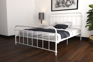 Queen metal bed frame for Sale in Dallas, TX