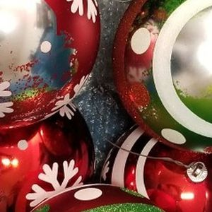 Free 8 Large Outdoor Christmas Ornaments for Sale in St. Petersburg, FL