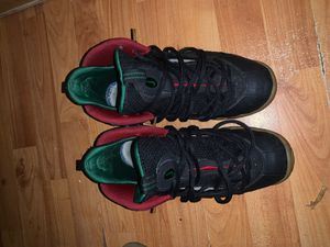 GUCCI FOAMS (SIZE 7) for Sale in Hyattsville, MD