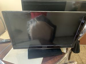 Samsung 32 LCD TV & 40 inch for Sale in Bell Gardens, CA