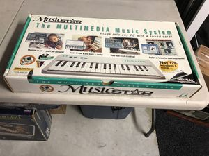 Reveal Musicstar MKB02 Multimedia Music System Midi Keyboard In Original Box! for Sale in Brooklyn, NY