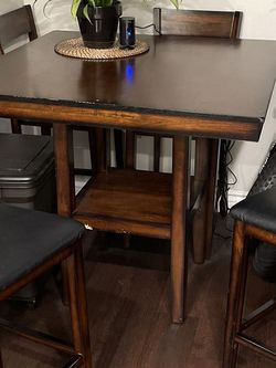 Dinning Table for Sale in Huntington Beach,  CA
