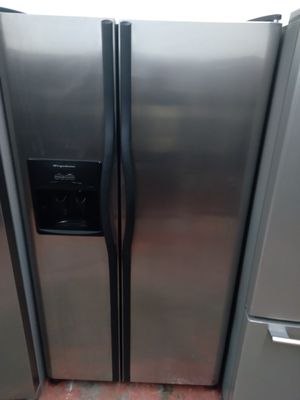 REFRIGERATOR FRIGIDAIRE GALLERY STAINLESS STEEL for Sale in Los Angeles, CA