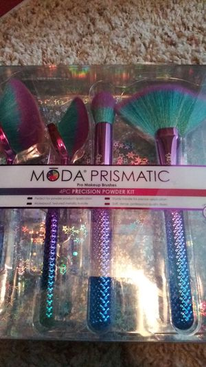 Moda Prismatic makeup brushes for Sale in Dallas, TX