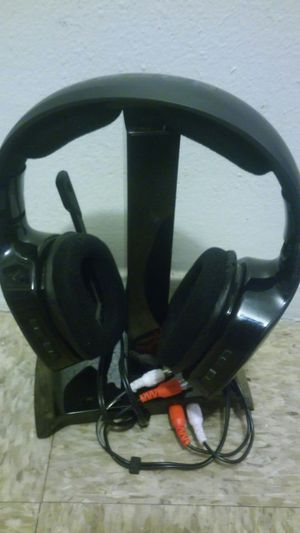 Gaming wireless headphones with charging dock for Sale in Fresno, CA