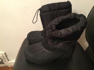 Men's snow boots Sz 9 for Sale in Camden, NJ