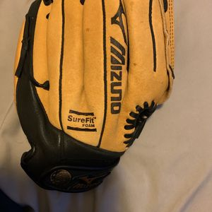 Mizuno Baseball Glove 11 Inches Used Right Hand Thrower for Sale in Roseville, CA