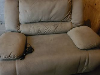 Selvins Powered Reclining Love seat for Sale in Joint Base Lewis-McChord,  WA