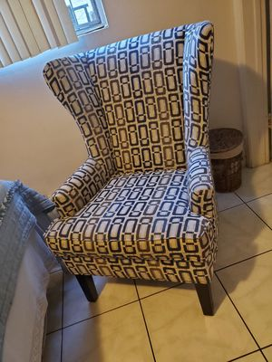 Beautiful chair like new for Sale in Los Angeles, CA