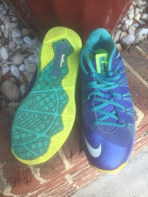 """Nike """"lebron"""" 9.5 for Sale in Raleigh, NC"""