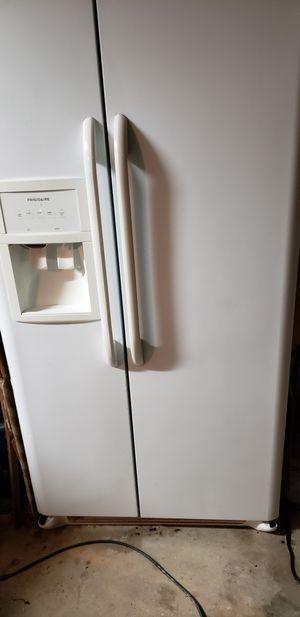 Frigidaire Refrigerator and Freezer for Sale in Highland, CA