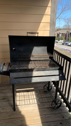 Grill/Smoker for Sale in St. Louis, MO