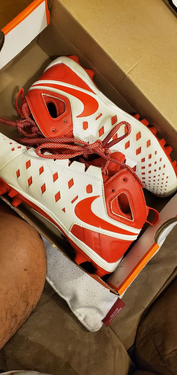 Football cleats ,in good condition, for boy/girl.size 4