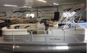 2019 Sunchaser 820 pontoon with 40hp Mercury motor for Sale in West Bend, WI