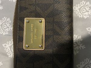 Michael kors wallet for Sale in Las Vegas, NV