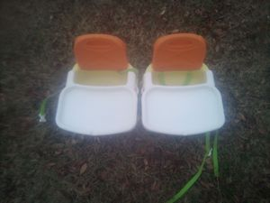 MINI BOOSTER LOW CHAIR for Sale in Norfolk, VA
