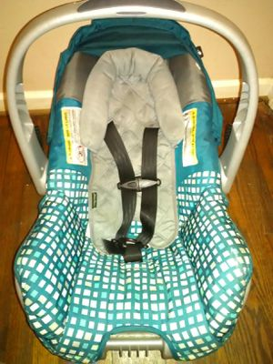 Blue and gray carseat for Sale in Adamsville, AL