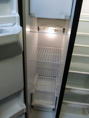 Hotpoint Side by side. Refrigerator for Sale in Cibolo, TX