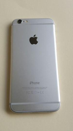 IPhone 6 Plus Silver unlocked for any carrier liberado para cualquier compañía for Sale in Los Angeles, CA