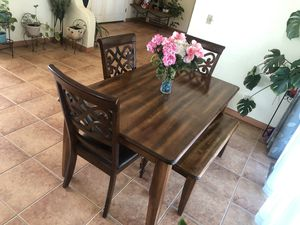 KITCHEN TABLE IN GREAT CONDITIONS for Sale in Soledad, CA