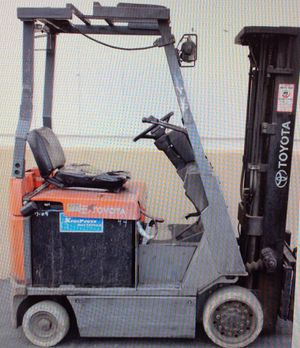 USED TOYOTA ELECTRIC FORKLIFT SIDE SHIFT TRUCK WITH CHARGER for Sale in Phoenix, AZ