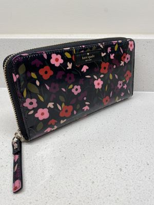 Authentic Kate Spade Floral Wallet for Sale in Fairfax, VA