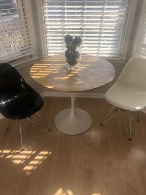 Modern round kitchen table for Sale in Stroudsburg, PA
