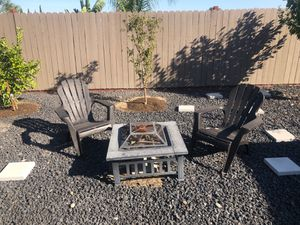 Fire pit and 2 plastic chairs for Sale in Antioch, CA