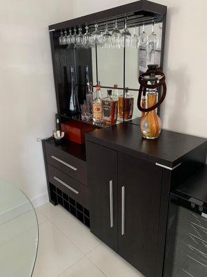 Mueble para botellas de bebidas ,Copas Etcétera for Sale in Miami, FL