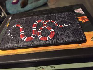 Mens Gucci Wallet Supreme Snake card holder authentic for Sale in Belleville, NJ