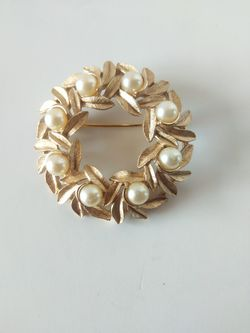 Avon brooch with faux pearls for Sale in Parker,  CO