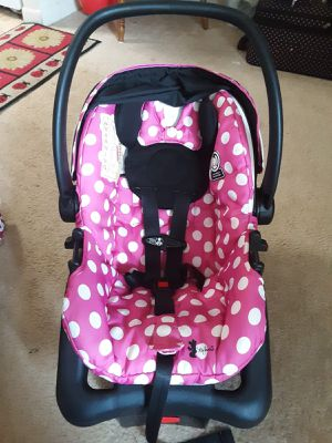 Minnie Mouse infant car seat In good condition without spots for Sale in MONTGOMRY VLG, MD