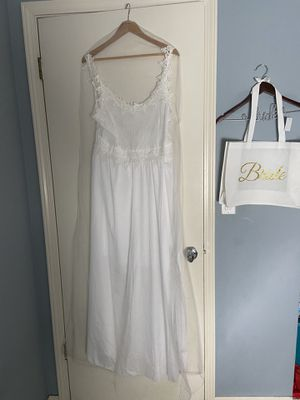 Wedding dress or bridal shower gown for Sale in Modesto, CA
