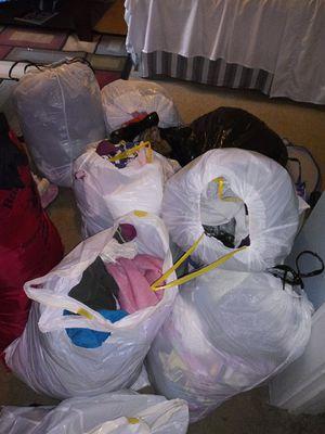 clothes and shoes of medium sizes and 4 girls and 8 boys, ropa y zapatos de tallas mediana y de 4 de niña y 8 de niño for Sale in Durham, NC