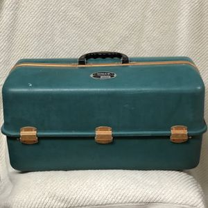 UMCO 1000S Tackle Box for Sale in Canby, OR