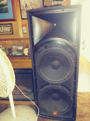 Cerwin Vega int-252 withlarge self fixing tweeters also a Crown xls1002 power amp 1100watts and Berhinger pro 32 band EQ with all the cords for Sale in Ewing, MO