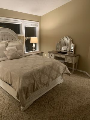 Queen bedroom set for Sale in Ada, MI