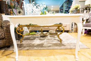 Farmhouse White Ornate Entry Table for Sale in Covina, CA