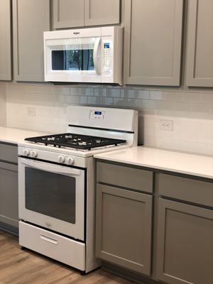 Whirlpool kitchen appliances set! Brand New! for Sale in Leander, TX