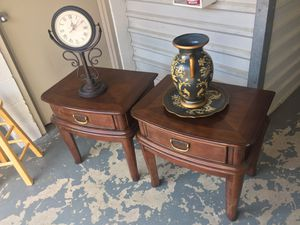 Beautiful side table set in excellent condition for Sale in Beltsville, MD