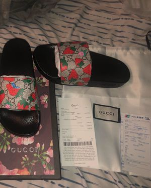 Gucci Strawberry Slides 🍓 for Sale in Inverness, FL